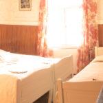 Kolmen hengen huone